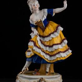 Танцовщица в сине-желтом платье, E & A Muller (Schwarza-Saalbahn), Германия, до 1927 г